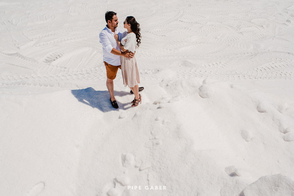 SESION_SALINERA_YUCATAN_SAVE_THE_DATE_E_SESSION_LAS_COLORADAS_FOTOGRAFO_MEXICO_10.JPG