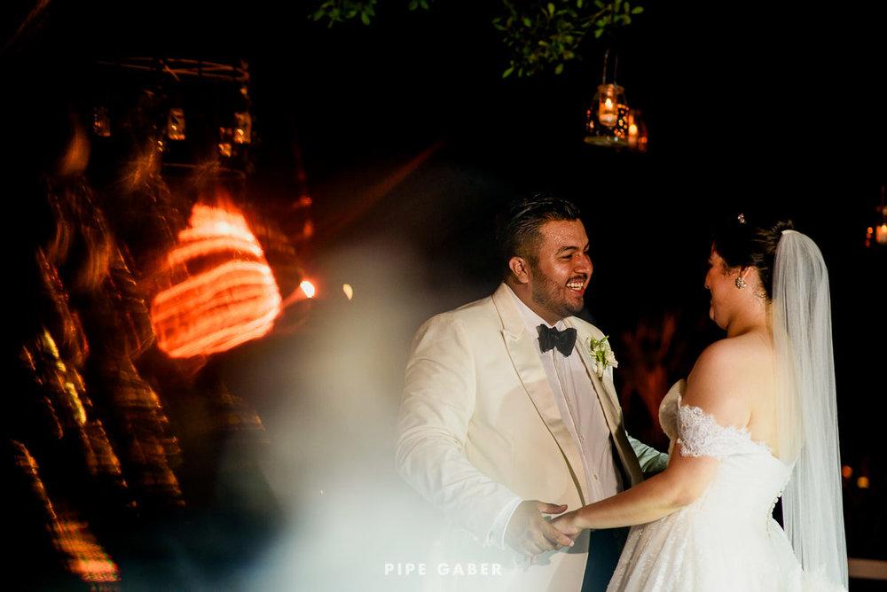 17_09_16_WEDDING_LILY_MORAN_CARLOS_APT_2901_web.jpg