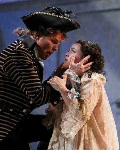 Katherine Whyte as Donna Anna and Colin Ainsworth as Don Ottavio
