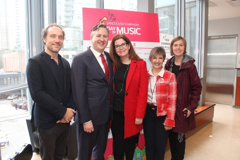 Mayor Kennedy Stewart and his wife, Dr. Jeanette Ashe and co-chief of staff, Anita Zaenker with VSO President Kelly Tweeddale and Maestro Otto Tausk.