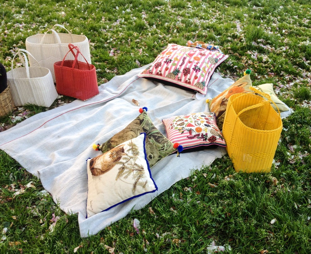 White tote bags with some accent color on strawberry and yellow. It's a time for a urban pic nic!