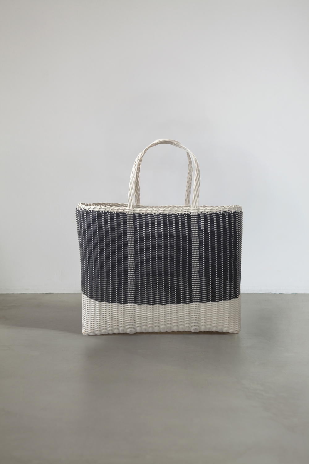 LARGE TOTE BAG - BICOLOR  Handmade in Guatemala, 100% plastic Available on different colors and sizes 31x40x20 cm - 12,2x15,7x8 inches