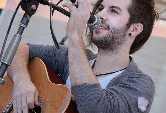 Rhys-Thompson-Six-Strings-Guitar-Tuition.jpg