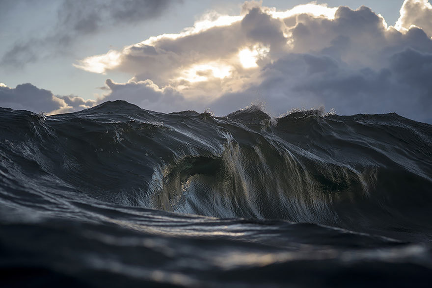 (C) RAY COLLINS. SOURCE: HTTP://WWW.LIFEBUZZ.COM/SEA-MOUNTAINS/