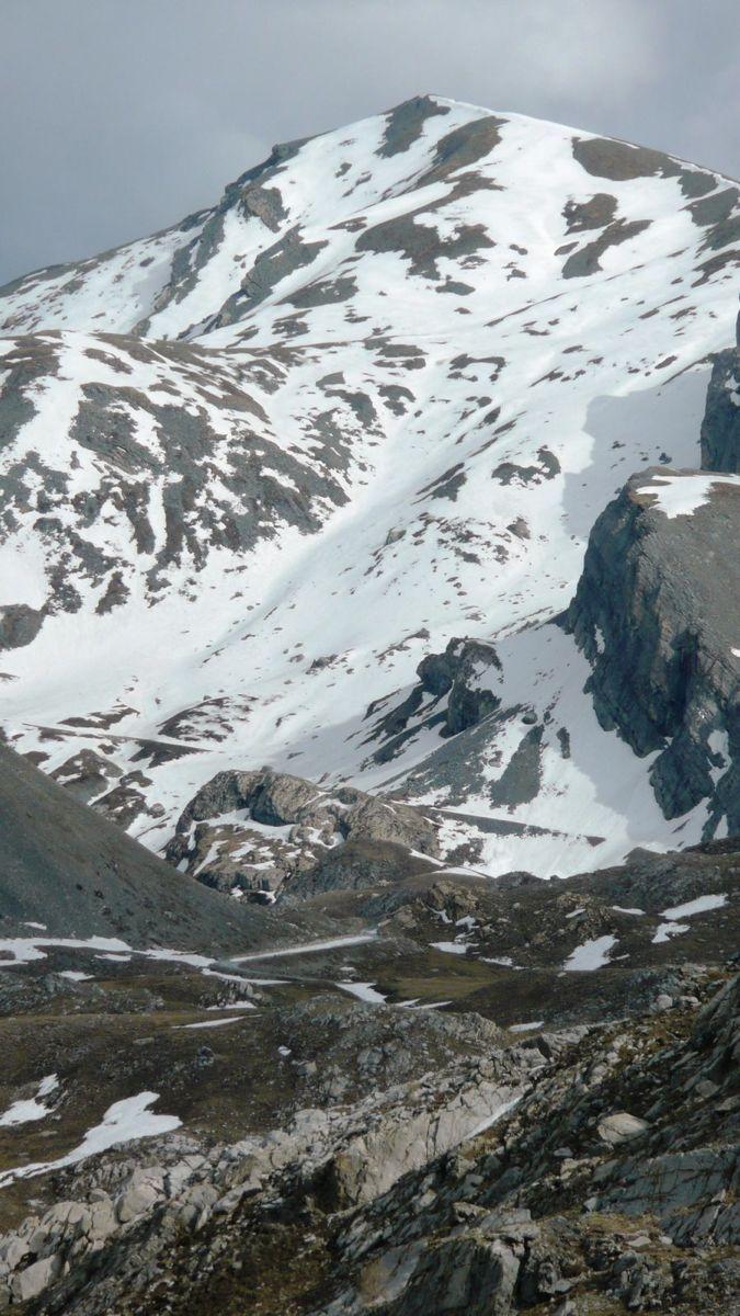 117 piano della gardetta - máira-stura ridge road blocked by snow below monte servagno.jpg