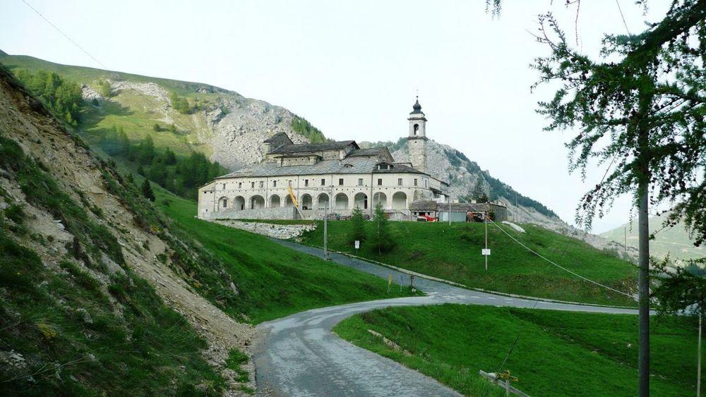 144 máira-stura ridge - valle grana, santuário san magno.jpg