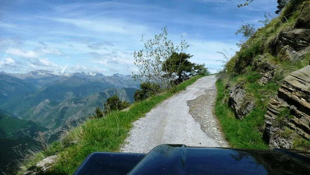 042 ligurian ridge roads - colle ardente to pas du tanarel, exposure and tarmac at the hairpins, 1748m.jpg