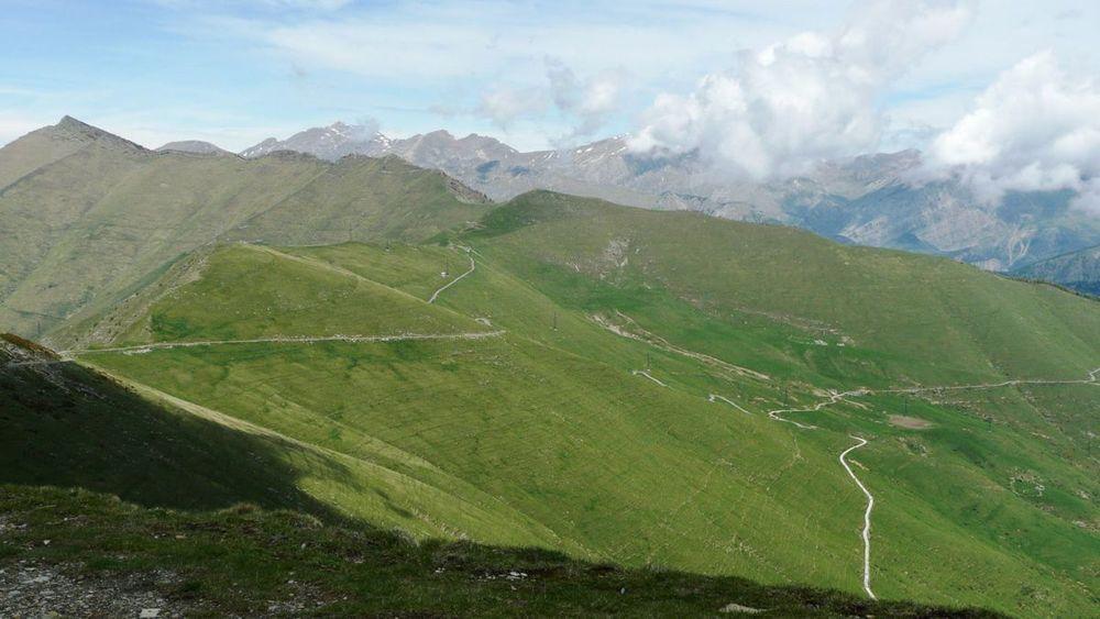 066 ligurian ridge roads - from mont saccarel, road toward fort central.jpg