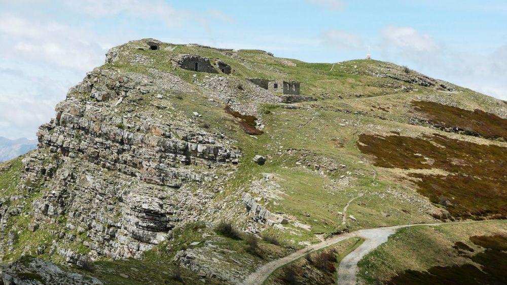 068 ligurian ridge roads - mont saccarel, summit fortress.jpg