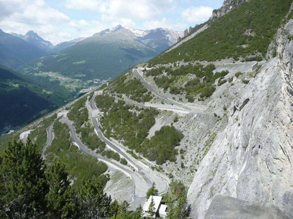 024 hairpins climbing to torre di fraele.jpg