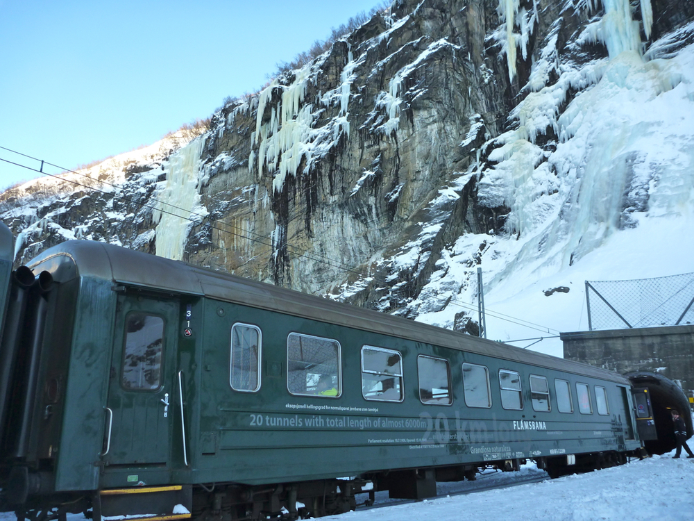 Train at Kjosfossen halt