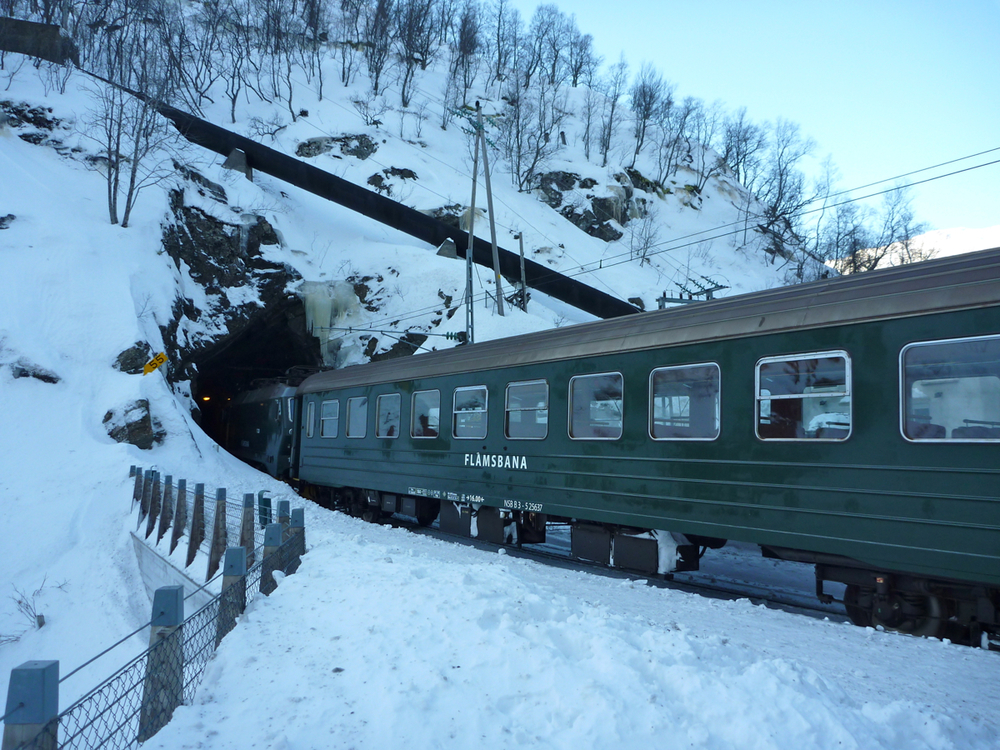 Train at Kjosfossen