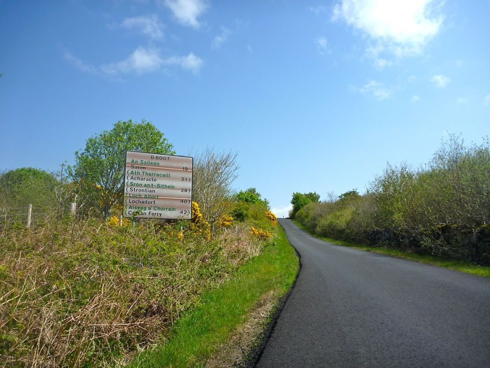 new tarmac in places on road out of kilchoan towards strontian, 28 miles ahead.jpg