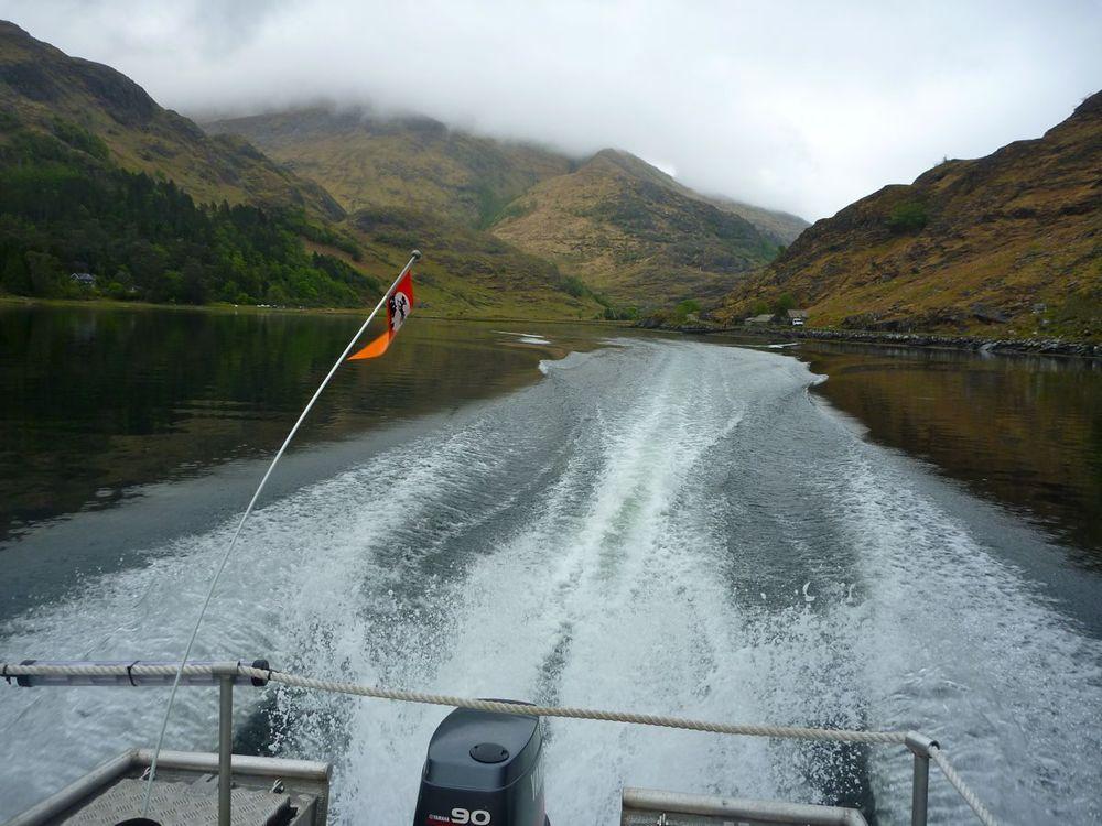 looking back at kinlochourn, doing 25 knots.jpg