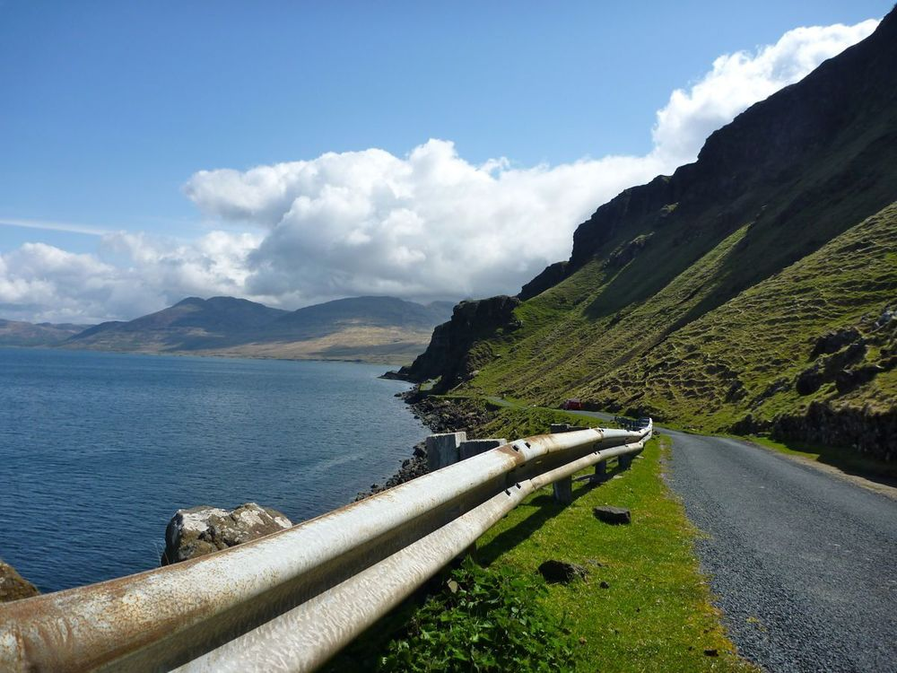 coastal road toward gruline.jpg