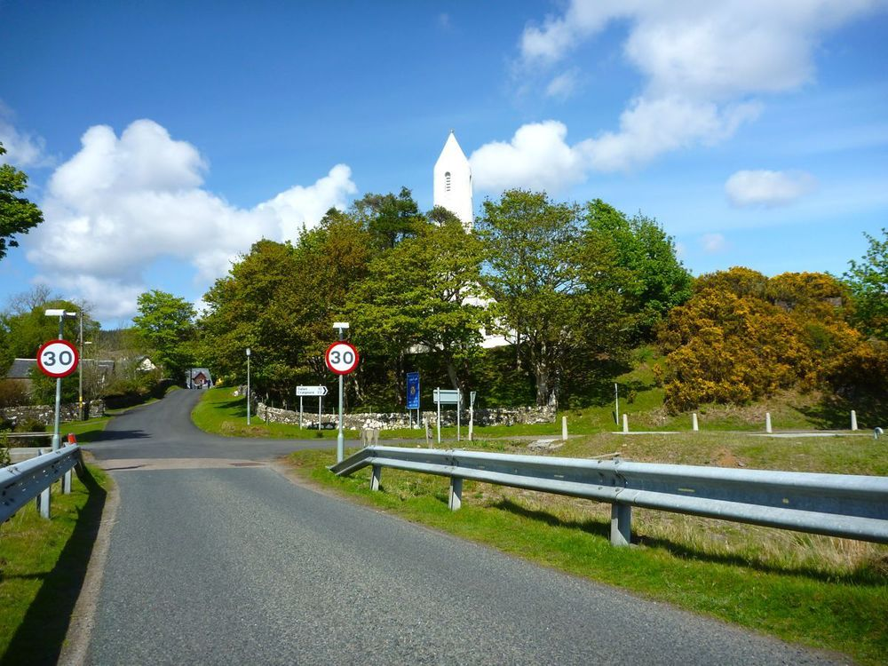 dervaig village with round church spire.jpg