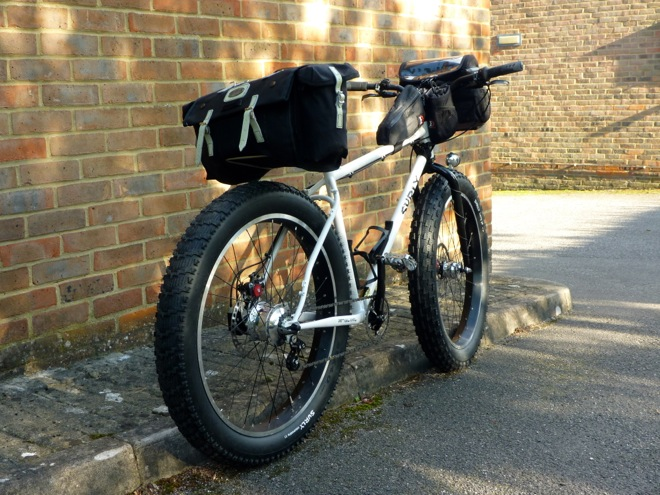 Saddlebag on seatpost-mounted support