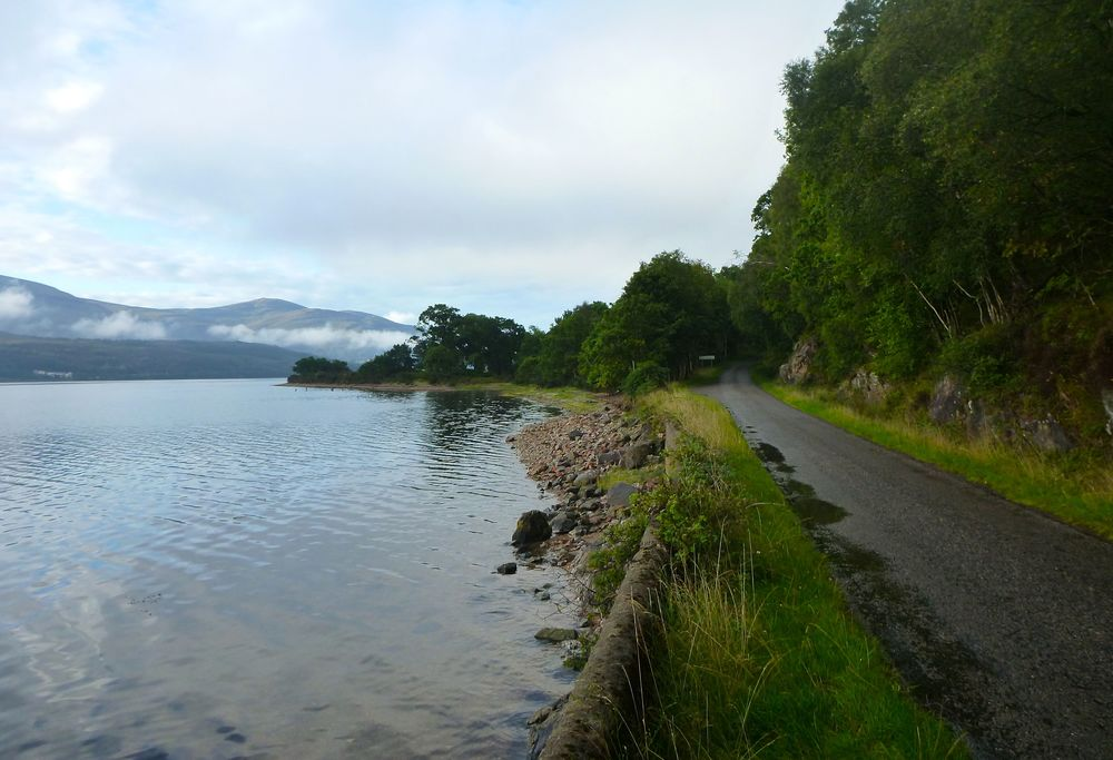 The minor road follows the shore of Loch Linnhe southwestwards.