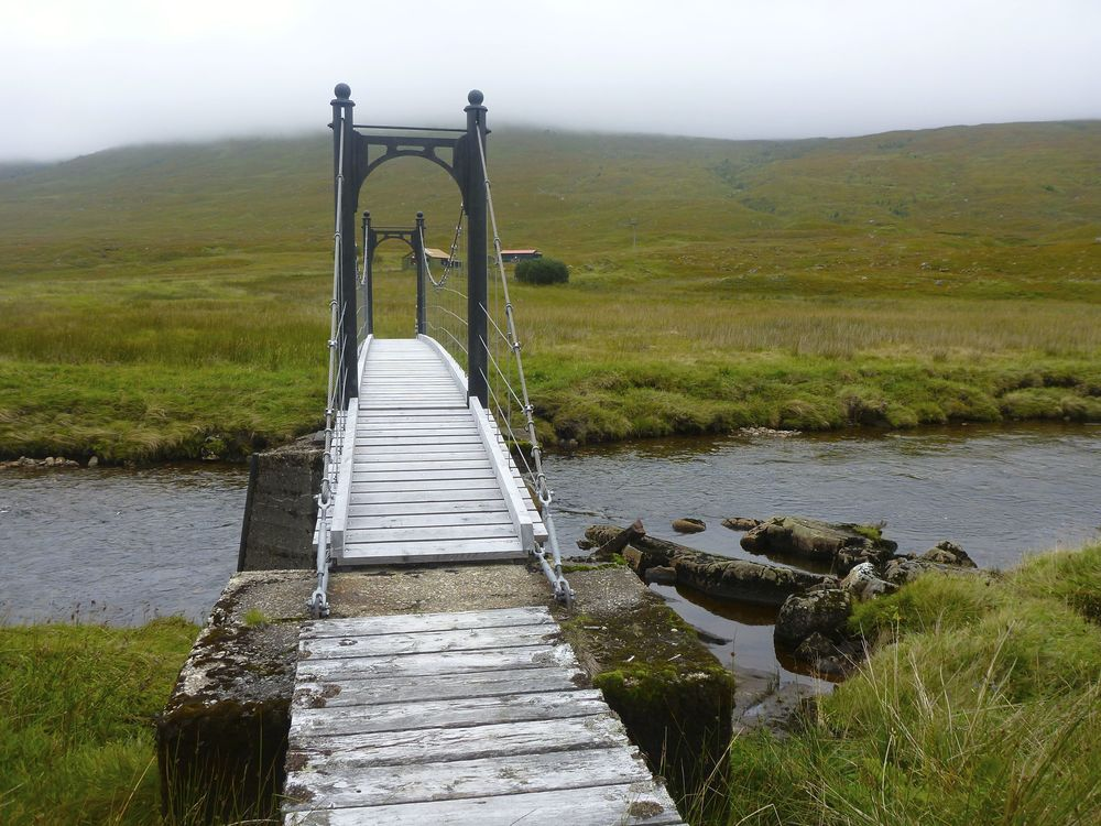 The footbridge over the River Affric by Alltbeithe youth hostel.