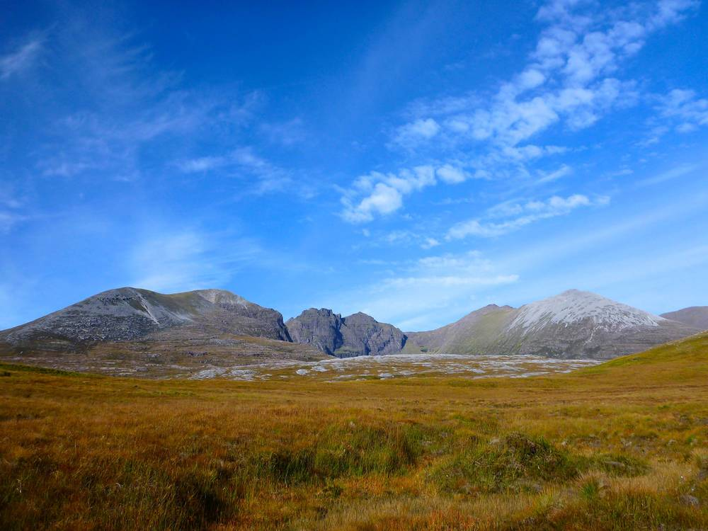 The peaks of An Teallach from the plateau. From left to right: Sàil Liath and Stob Cadha Gobhlach (the rounded ones), Corrag Bhuidhe and Lord Berkeley's Seat (the craggy ones), Sgùrr Fiòna (the symmetrical one), Bidean a' Ghlas Thuill (the green one) and Glas Mheall Liath (the grey one).