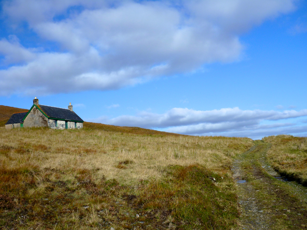 Knockdamph bothy, excellently maintained by the MBA and the estate.