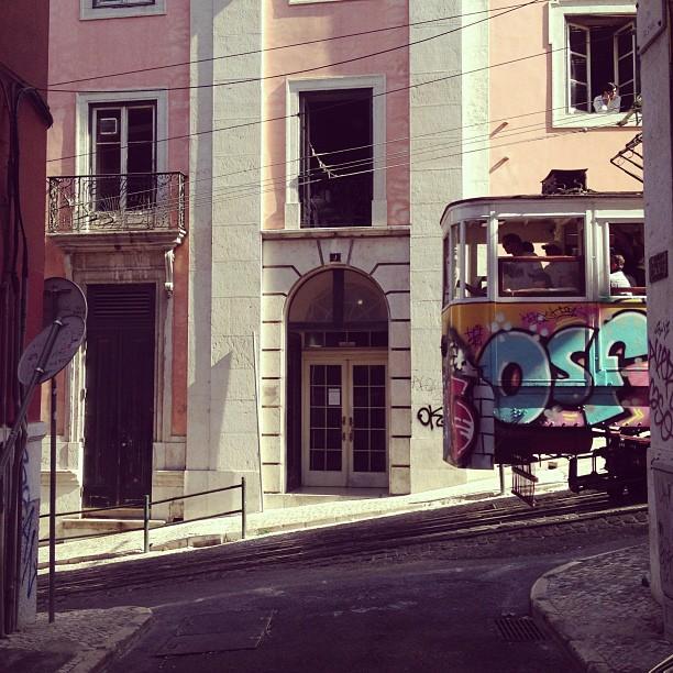 Lisbon_trolley.jpg