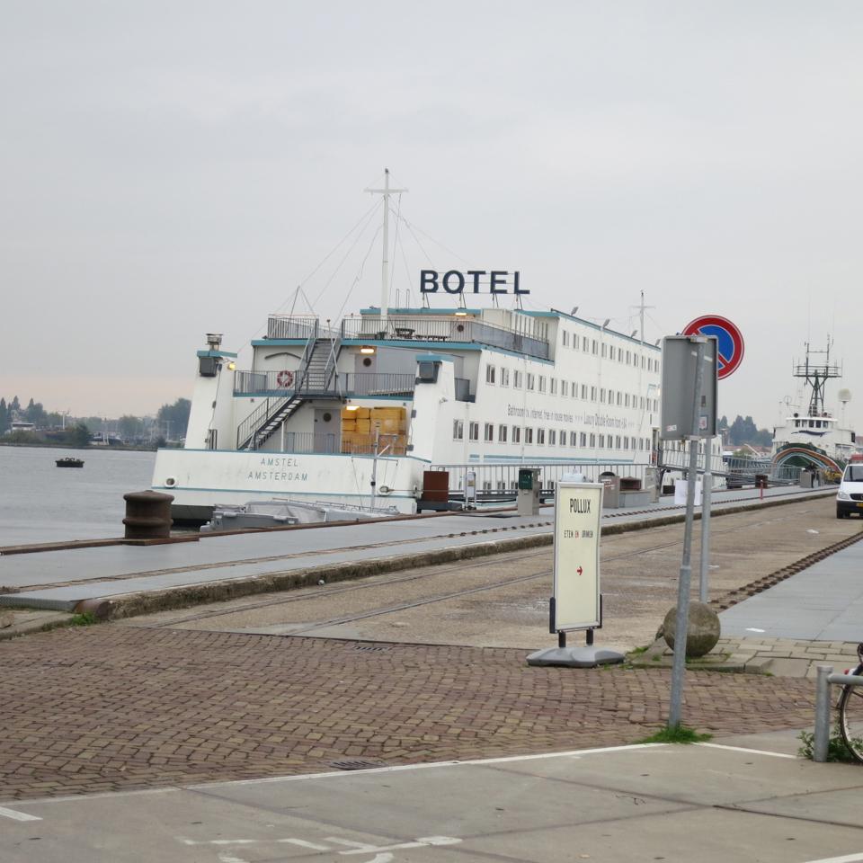 Amsterdam_Botel.jpg