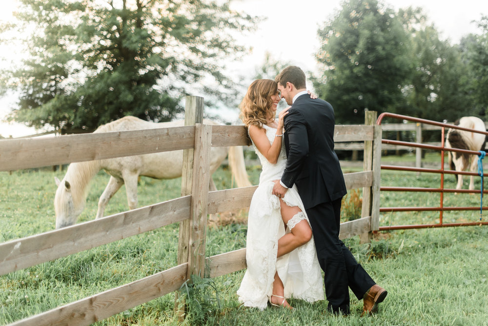 pittsburgh-wedding-photographer-greenery-summer-classic-traditional-rusticacresfarm0090.jpg