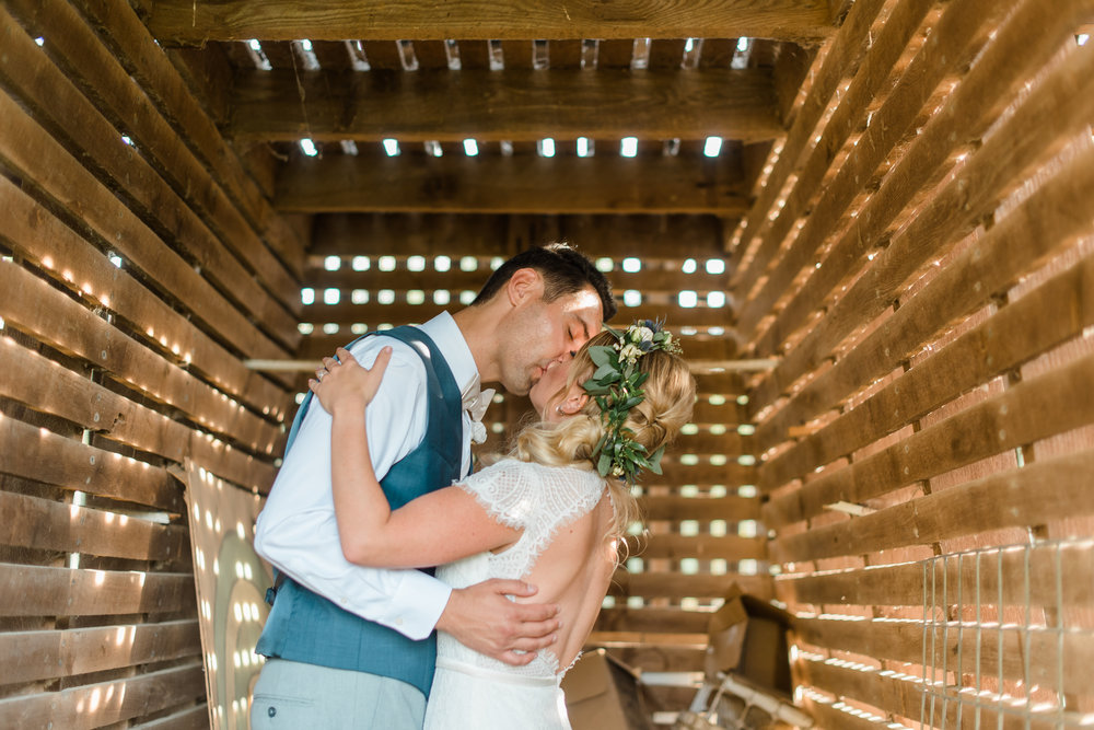 pittsburgh-wedding-photographer-engagement-barn-farm-diy-ecofriendly-ironsmillfarmstead0206.jpg