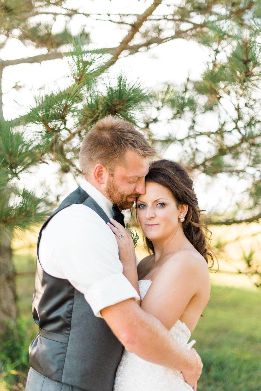 white-barn-pennsylvania-wedding-glam-rustic-farm-0022.jpg