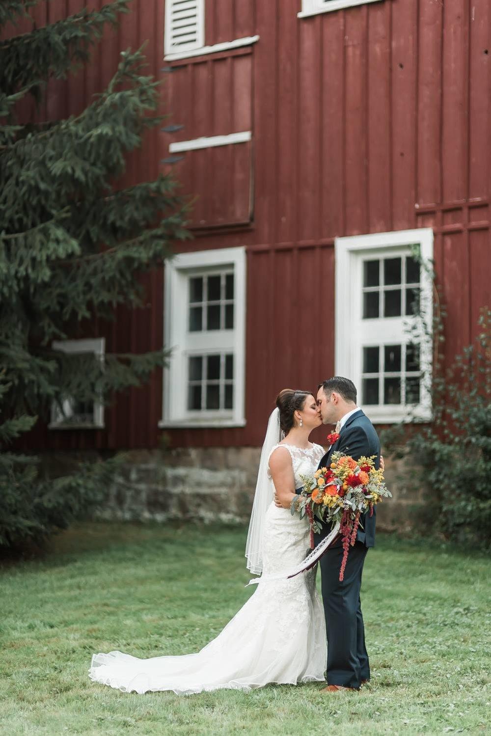 succop-conservancy-pennsylvania-outdoor-glam-jewel-tone-fall-autumn-wedding-0017.jpg