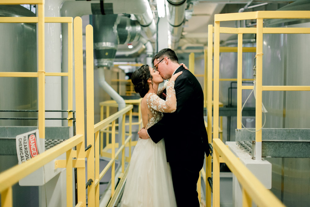 cleveland-wedding-photographer-great-lakes-brewing-arcade-0061.jpg