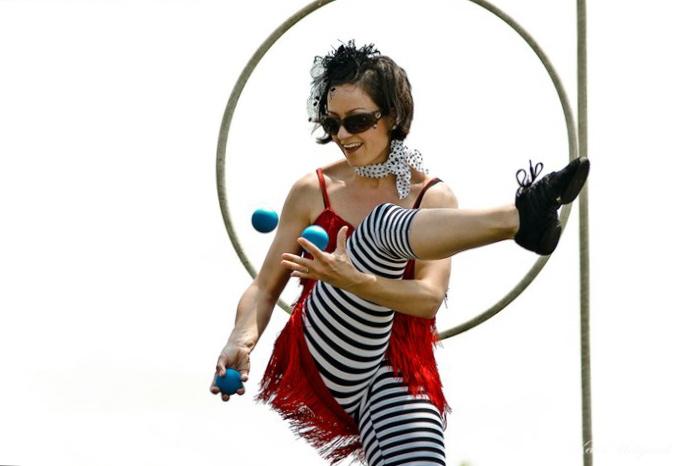 JS juggle lyra.jpg