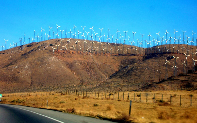 Windmills, near Tehachapi Pass by  ((brian))  used with permission of  Creative Commons    Attribution 2.0 Generic
