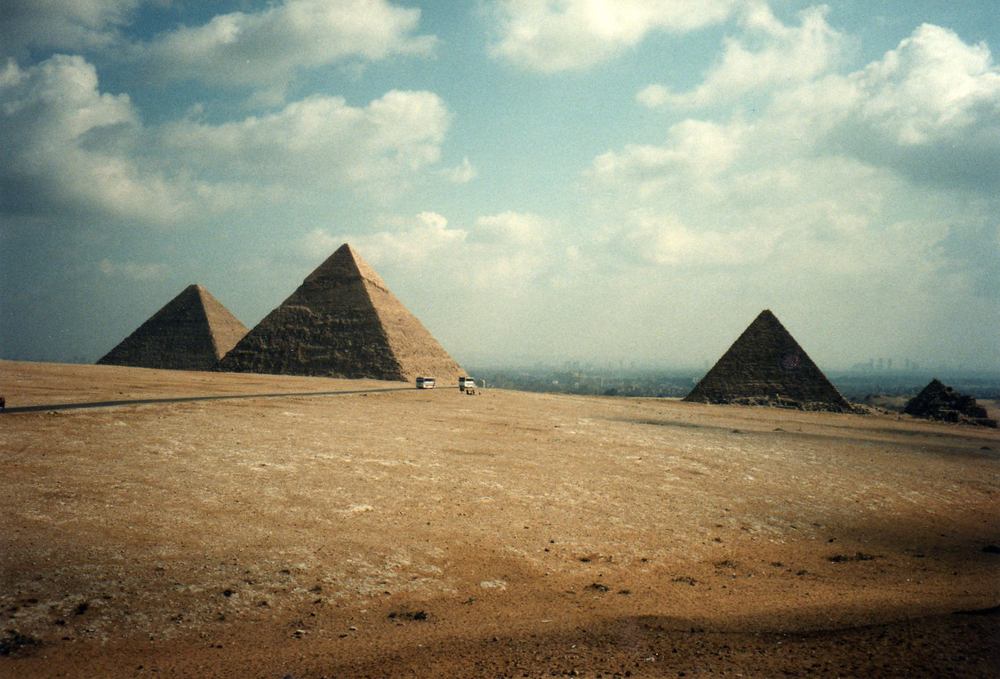 The Great Pyramids of Giza - left to right, the great pyramid of Khufu, 481 feet; the Pyramid of Khafre 448 feet; the pyramid of Menkaure 215 feet; the pyramids of Queens. Image © David Holt used with permission of Creative Commons license.