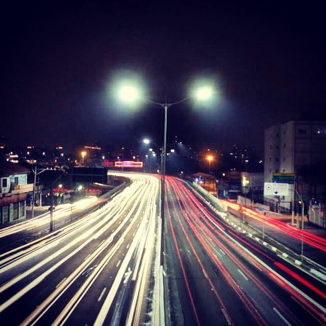 Foto registrada na Av Rubem Berta, próximo ao aeroporto de Conhonha, no bairro de Moema, por @ottomply e selecionada entre as 10 melhores de abril pelo fotógrafo convidado @brunoguerraimagem  Veja as outras fotos do mês no endereço abaixo  ________________________________  bit.ly/MelhoresAbril ________________________________  Para ter sua foto selecionada siga o @guiamsp e use a hashtag #pratiqueoseubairro  Todo mês publicamos as 10 melhores fotos de SP no nosso site www.guiamsp.com.br e damos #repost aqui no nosso perfil do Insta.  Participe também e pratique o seu bairro #sp #sampa #saopaulo #pictureofthemonth