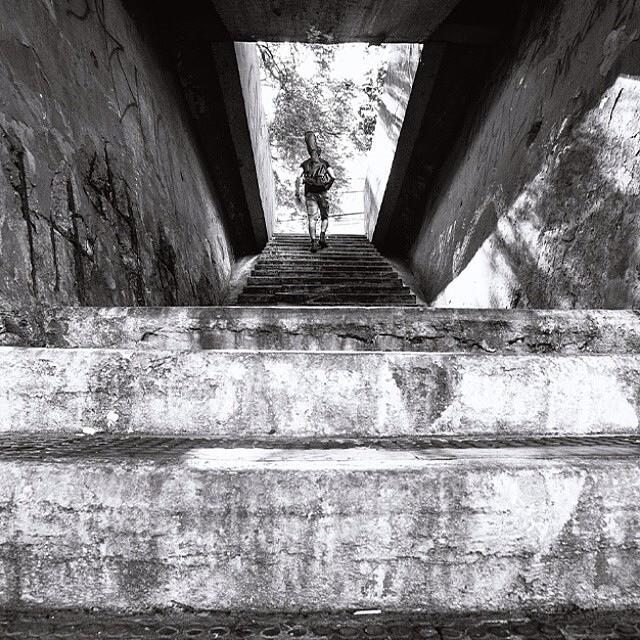 Foto registrada perto do Parque Ibirapuera, por @pqpkau e selecionada entre as 10 melhores de abril pelo fotógrafo convidado @brunoguerraimagem  Veja as outras fotos do mês no endereço abaixo  ________________________________  bit.ly/MelhoresAbril ________________________________  Para ter sua foto selecionada siga o @guiamsp e use a hashtag #pratiqueoseubairro  Todo mês publicamos as 10 melhores fotos de SP no nosso site www.guiamsp.com.br e damos #repost aqui no nosso perfil do Insta.  Participe também e pratique o seu bairro #sp #sampa #saopaulo #pictureofthemonth
