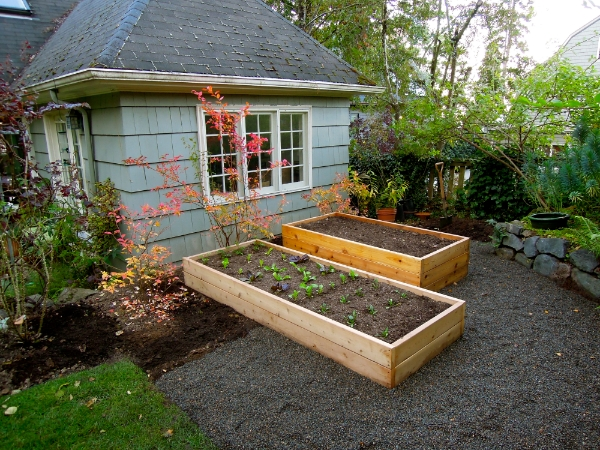 Raised garden beds portland edible gardens raised for Best way to lay out a garden