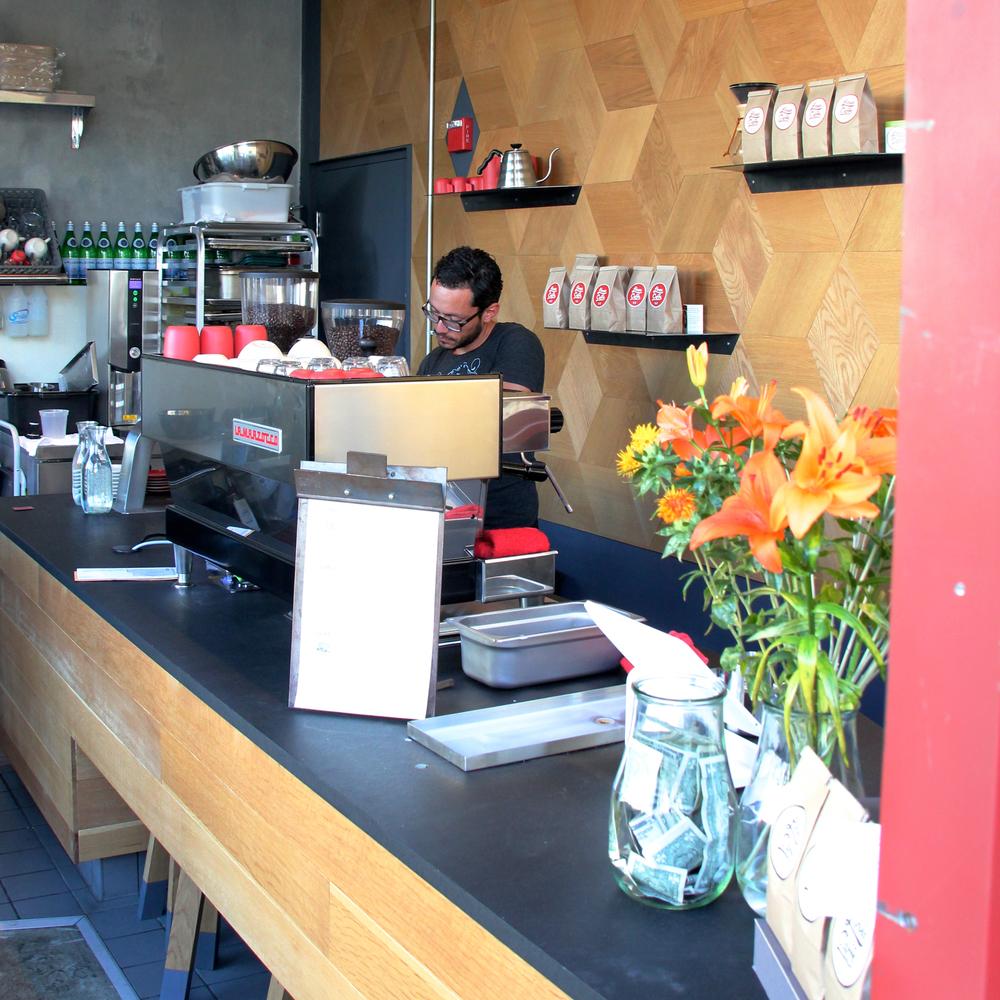 lineacaffe4.jpg