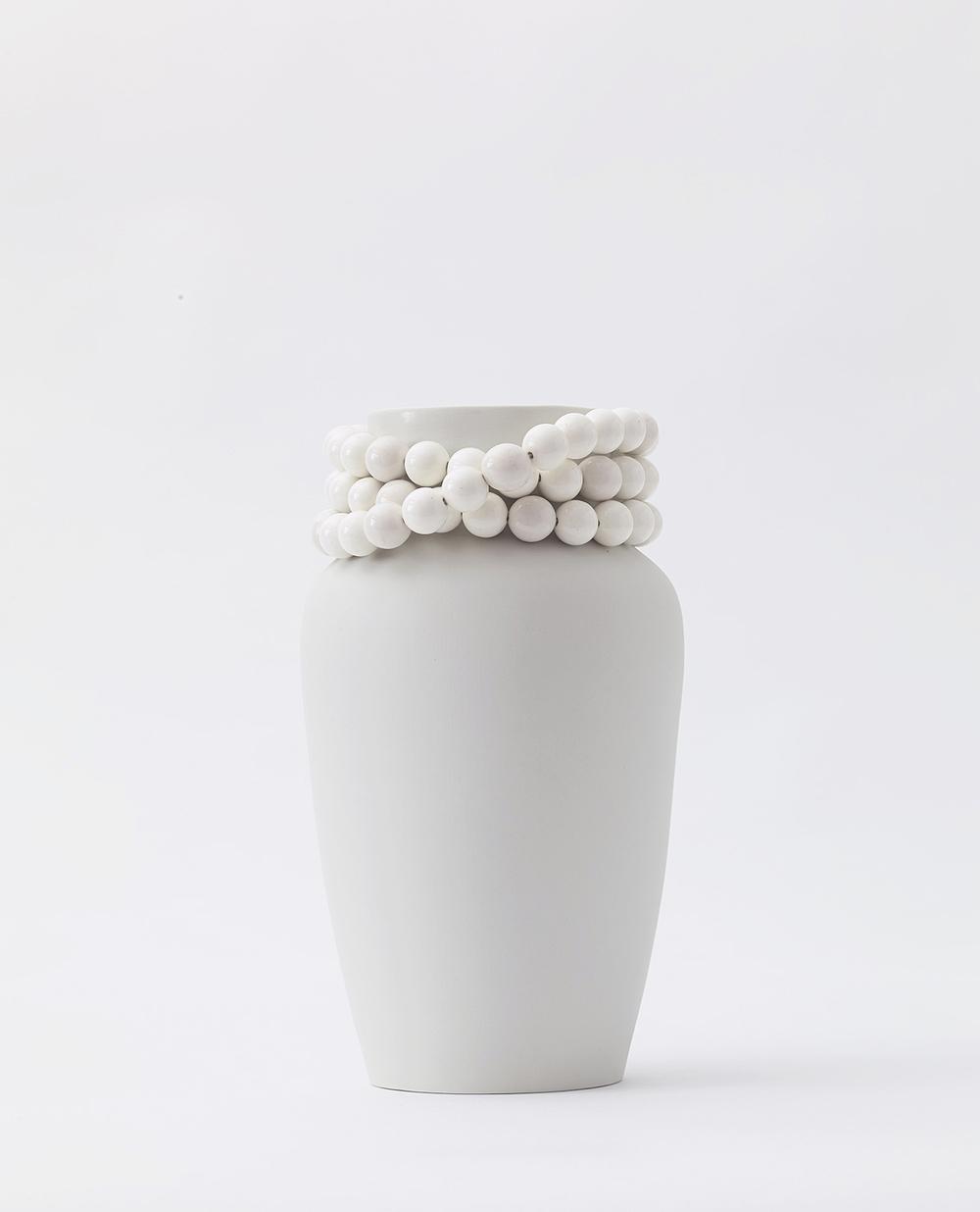 Vase Dame   unglazed, with glazed pearls + inside