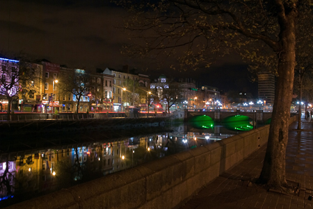 Along_the_river_Liffey.jpg