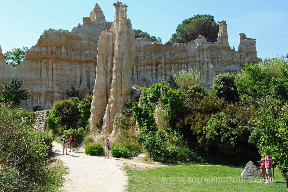 Les Orgues de Roussillon: Languedoc-Roussillon, France (Sojourner Tours)