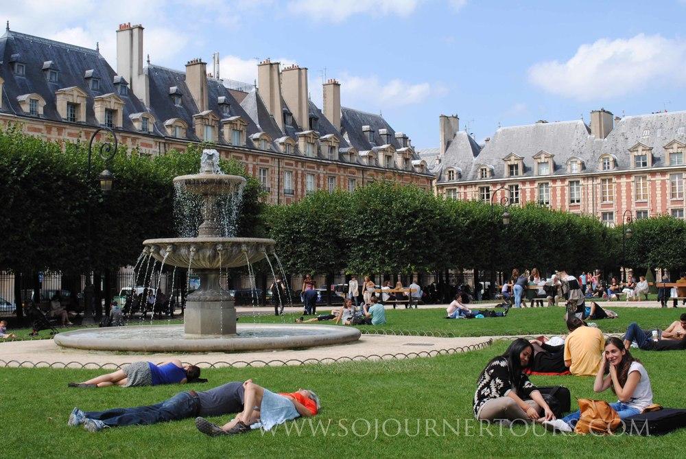 Place des Vosges: Paris, France (Sojourner Tours)