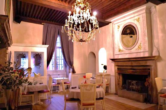 Restaurant set in a building from the Spanish period