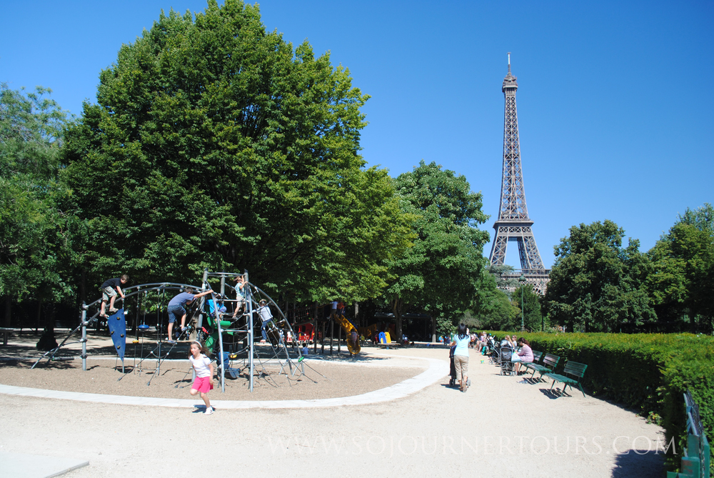 Family Paris Tour Eiffel Tower