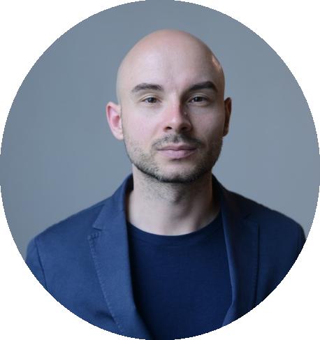 - Глеб Гусев — куратор курса Creative Writing в KAMA, главный редактор «Музея Новостей». Его рассказы можно прочитать на сайте L'Officiel Ukraine.