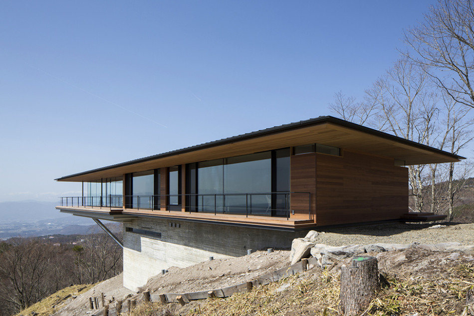 Image source: http://freshome.com/2014/01/15/mountain-ridge-hosting-dramatic-modern-architecture-house-yatsugatake/yatsugatake_house-16/