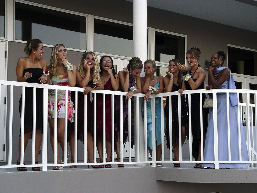 Homecoming W Group.jpg