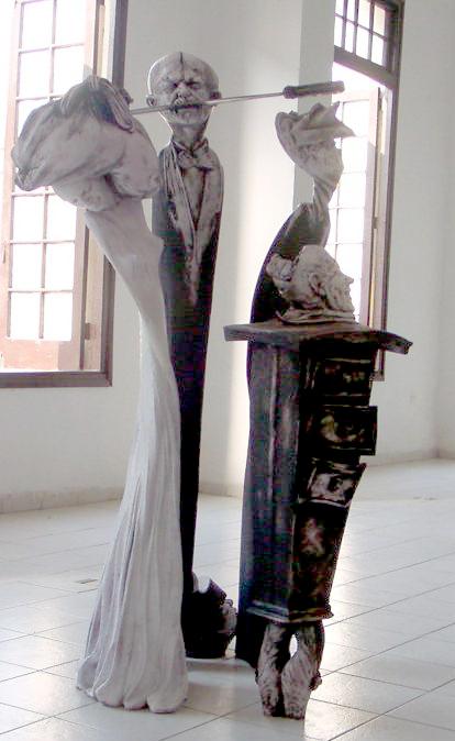 Retrato de familia. Osmany Betancourt. 1st Prize VII Biennial of Ceramics Amelia Peláez, 2004.jpg
