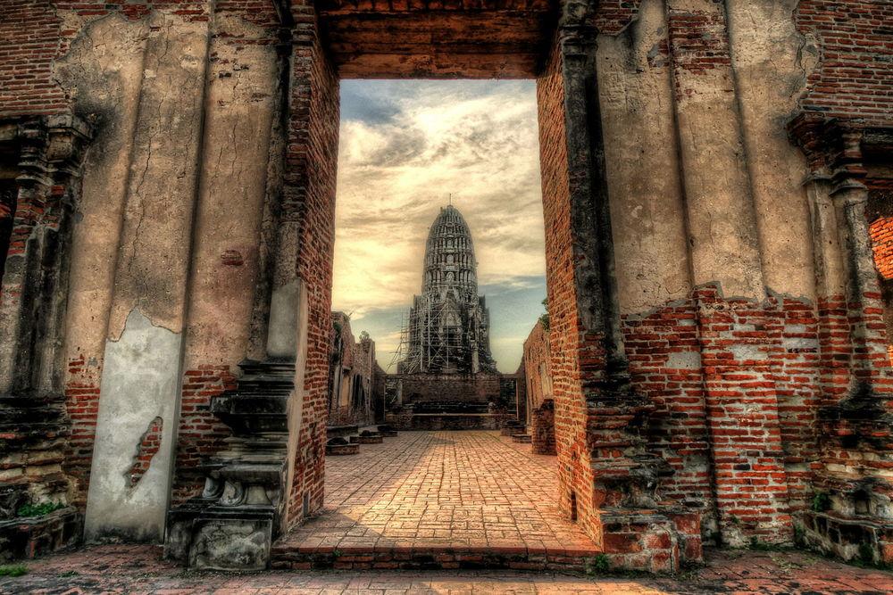 Wat Ratchaburana Prang Ayutthaya Thailand doorway large 2.jpg